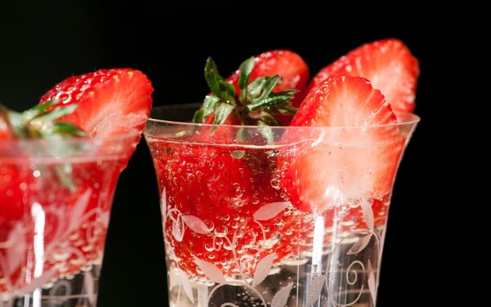 Fresh Strawberries HD